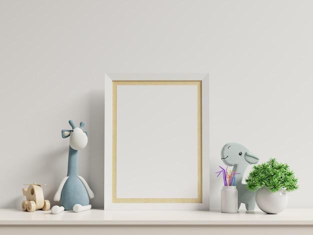 子供部屋のインテリア、空の白い壁にポスターのポスターのモックアップします。