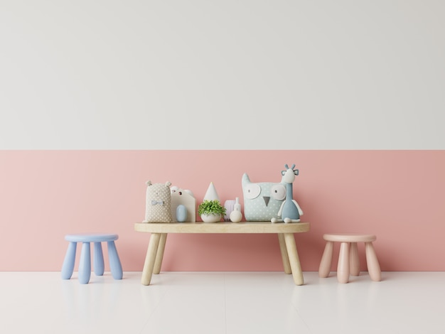 明るいサンゴ色の壁を備えた子供部屋。