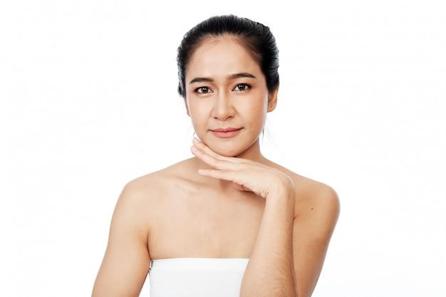 Молодая азиатская женщина лицо крупным планом