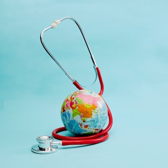 青に世界中を包んだ赤い聴診器