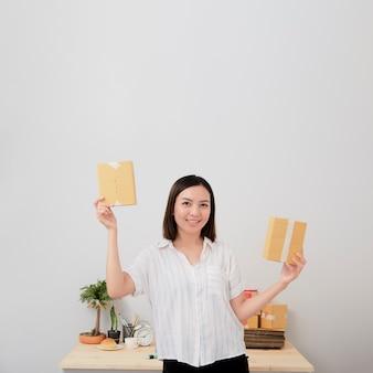 Женщина владелец работа интернет-магазины на дому