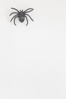 ハロウィーンの恐ろしいプラスチックのクモ