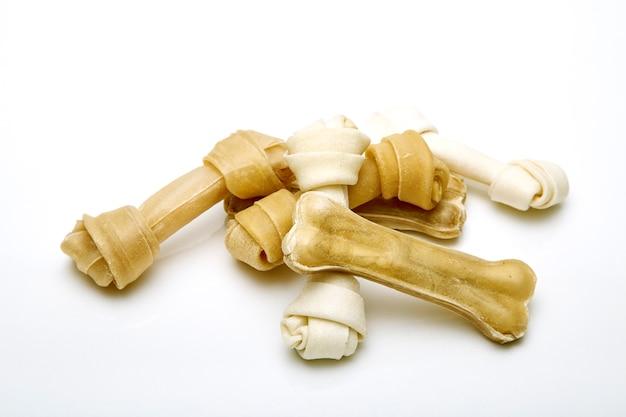 犬の骨の白い背景