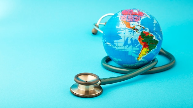 グローブと世界の健康の日のコンセプト。