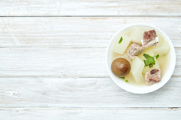 豚肉のスープ漬けレモンのタイ料理