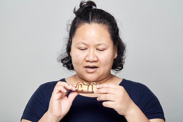 脂肪アジアの女性