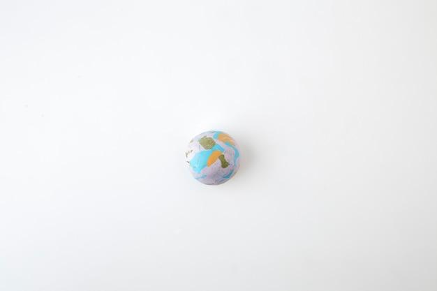 Глобус на белом фоне