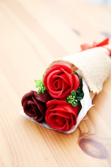 Пара подарочных роз на день святого валентина