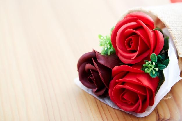 バレンタインの日にカップルギフトバラ