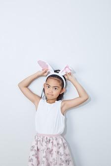 小さな女の子のバニーの耳スタジオの壁