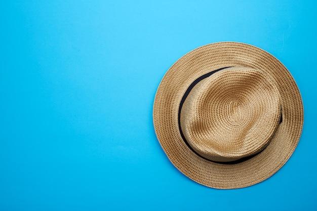 白い背景の上のトップビューパナマ帽子