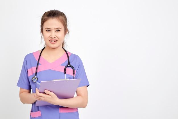 アジアの若い女性医師の肖像画