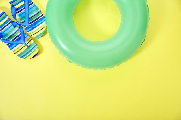 コンセプト夏黄色の背景