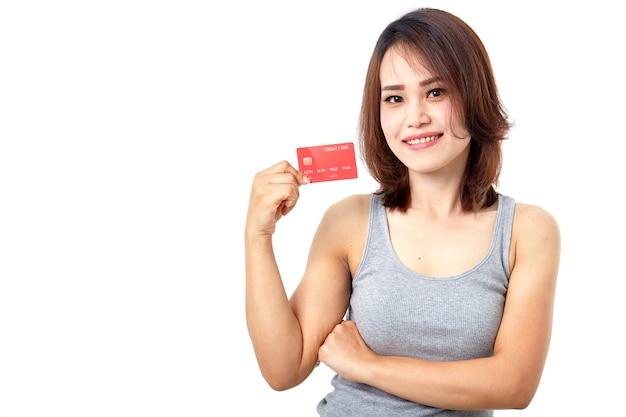 クレジットカードを提示する若い笑顔アジアの女性