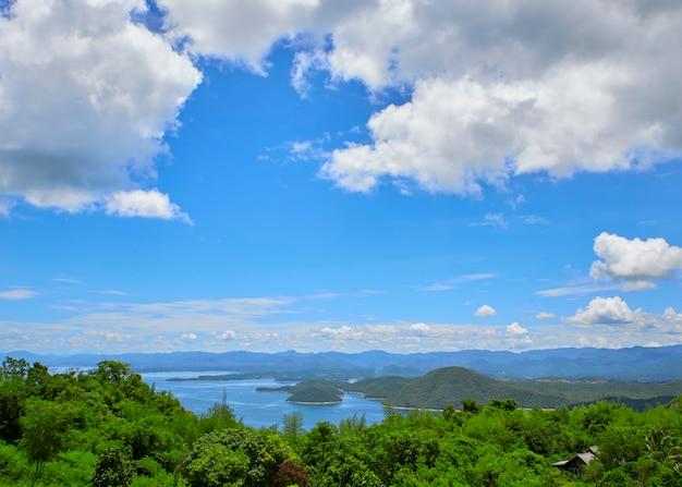 旅行写真山の湖