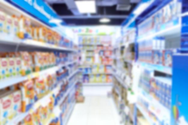 空のスーパーマーケットがぼやけて