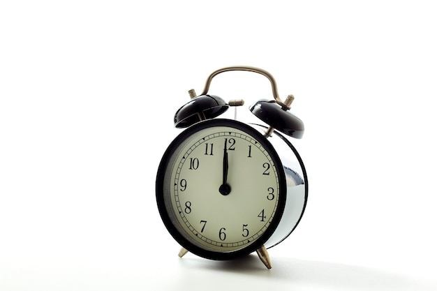 白い背景に黒の目覚まし時計レトロなスタイル