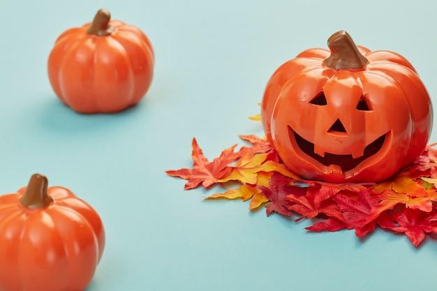 秋の紅葉とハロウィーンカボチャ