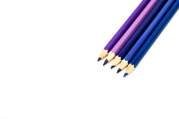 白地に色鉛筆のクローズアップ
