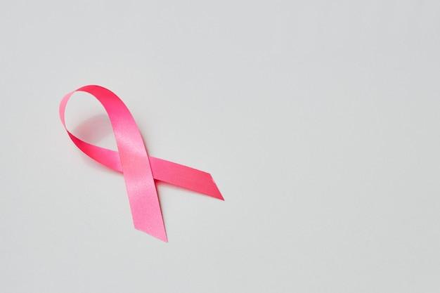 Розовая лента осведомленности с тропой