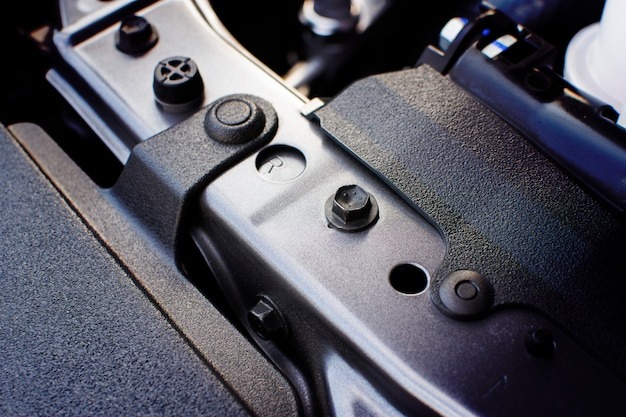 車体を固定するためのボルト。