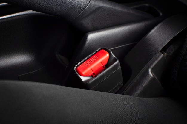 Пристегните гнездо ремней безопасности в роскошном автомобиле