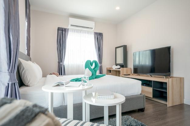 明るい空間の寝室のインテリアデザイン