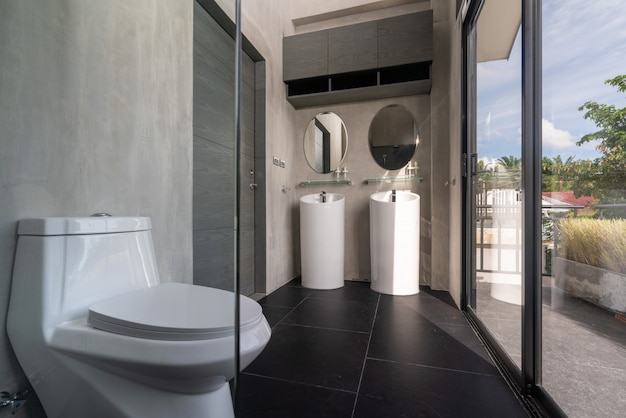 豪華なバスルームの機能、便器