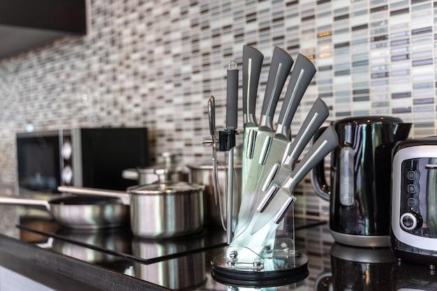モダンなロフトスタイルの装飾のキッチン家電