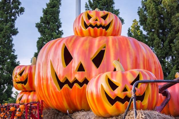 Хэллоуин, тыквы и декорации хэллоуина