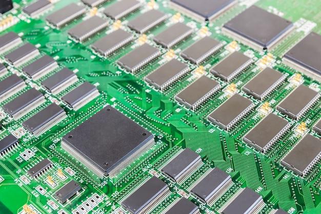 プリント基板上の集積回路