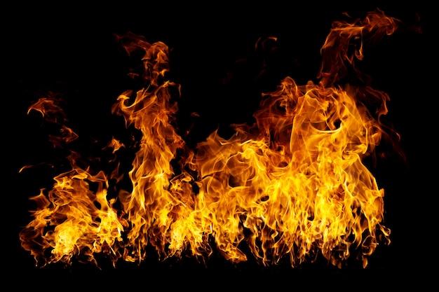 本物のファイアウォールと熱い炎が黒く燃えています