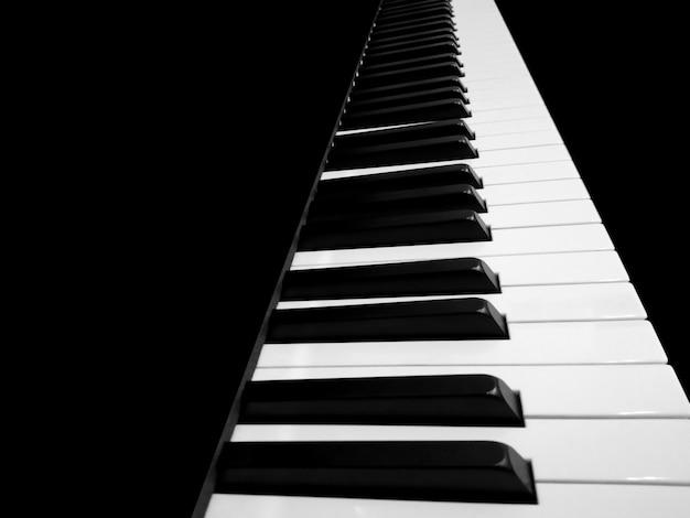 ピアノキーボードをクローズアップ