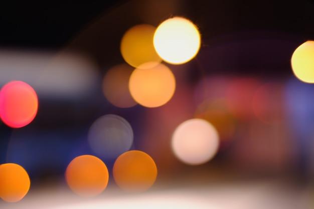 夜景がぼやけて背景