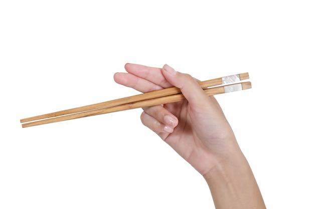 Женщина удерживания руки палочек изолированная белая