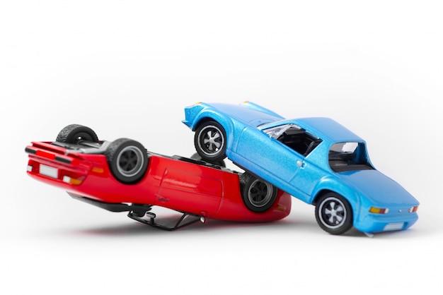Транспорт сцены аварии аварии и концепция аварии, изолированных на белом
