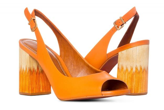 側面図プロファイルの女性の革ハイヒールファッション靴のペア