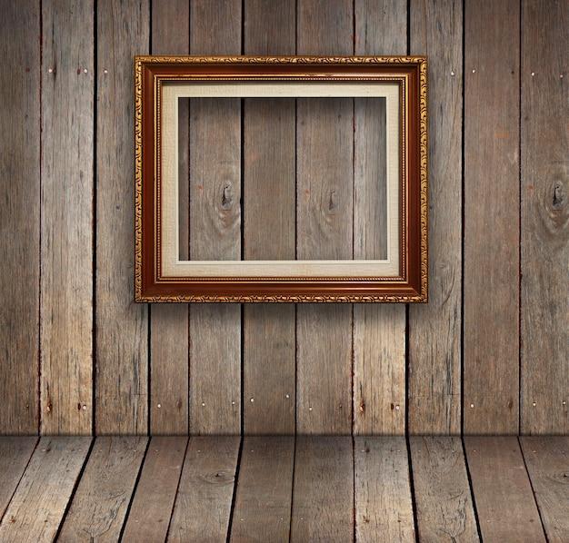ゴールドフレームの背景を持つ古い木製の部屋。
