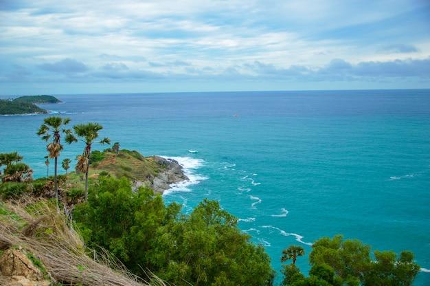 美しいターコイズブルーの海