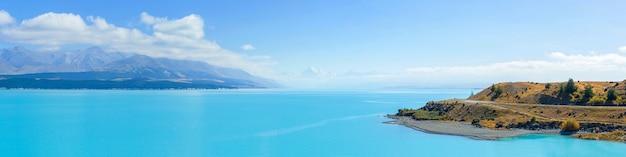 Панорамный вид на озеро пукаки и гору кук на южном острове новой зеландии