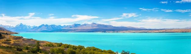 Живописный вид на озеро пукаки и гору кук на южном острове новой зеландии, летнее время, концепция туристических направлений