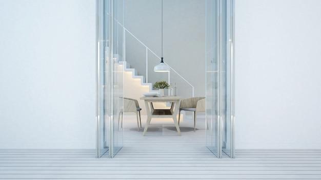 自宅またはマンションのダイニングエリアとバルコニーの白い色調