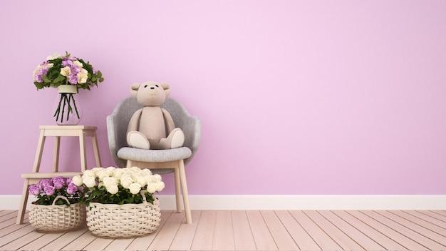ピンクの部屋で肘掛け椅子と花のテディベア