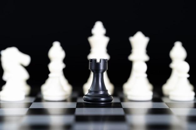 チェス盤上のチェスの駒