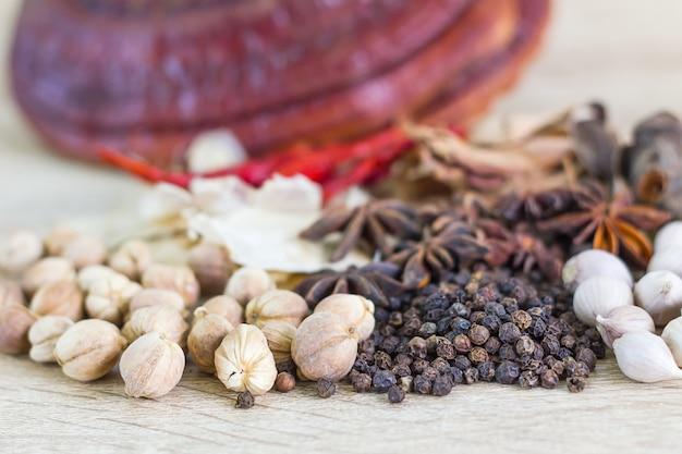 健康的なタイ料理のレシピのコンセプト