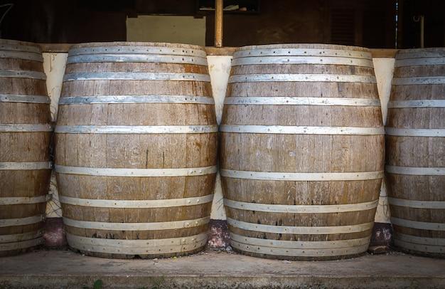 ワイナリーのセラーのワインバレル