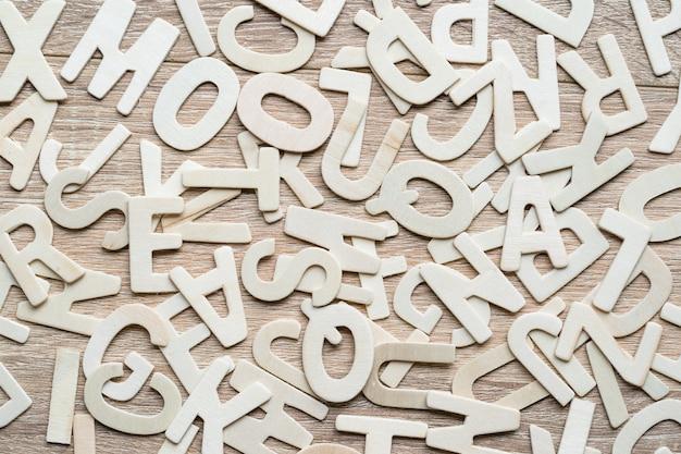 Азбука на деревянном фоне