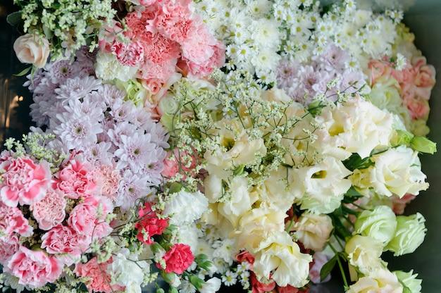 結婚式の花の背景の背景、カラフルな背景、新鮮なバラ、花の束