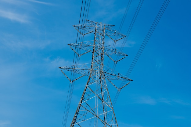 電柱、高電圧