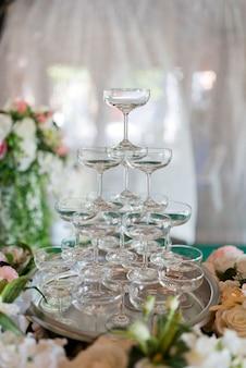 シャンパングラス、お祝い、友人とのパーティー、パーティーを楽しむ、飲まないでコンセプト